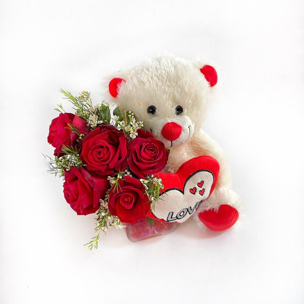 דובי מאוהב פורח